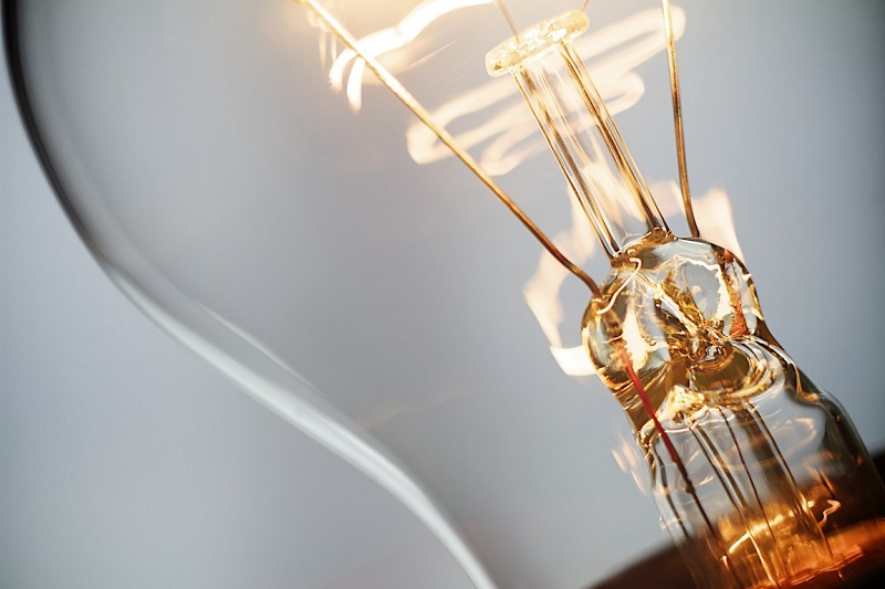 https: img.okezone.com content 2020 12 31 320 2336775 tahun-baru-di-rumah-beban-listrik-diprediksi-turun-jadi-2-689-mw-QxfVYPrc3c.jpg