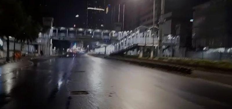 Rintik Hujan dan Sunyinya Monas-Bundaran HI Sambut Pergantian Tahun : Okezone Megapolitan