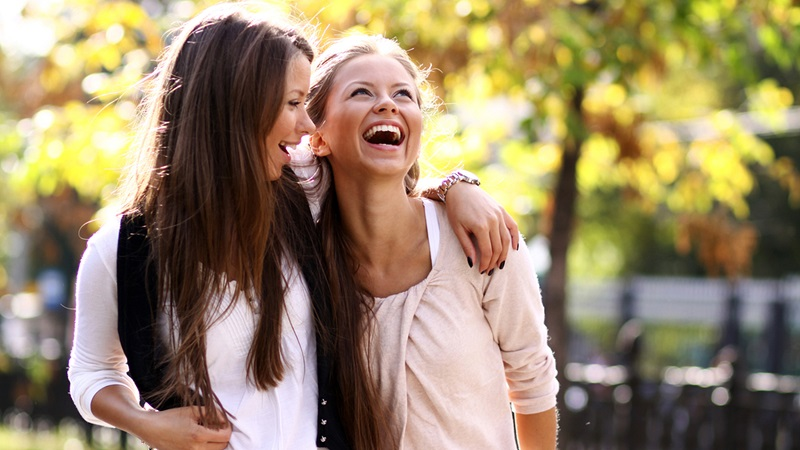 https: img.okezone.com content 2020 12 31 612 2336917 psikolog-ungkap-5-tips-hidup-bahagia-di-2021-dqC1TKG7KM.jpg