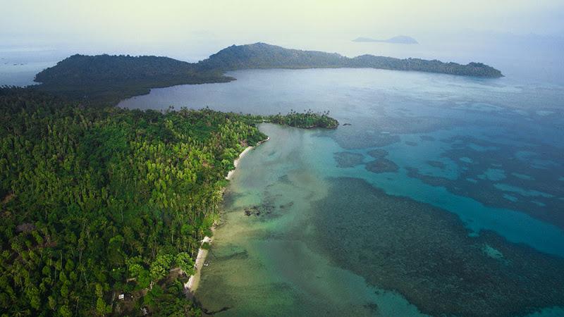 https: img.okezone.com content 2021 01 01 408 2337302 7-destinasi-wisata-terbaik-di-natuna-pantai-pasir-marus-hingga-masjid-taj-mahal-glqUGGfSpg.jpg