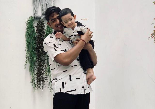 https: img.okezone.com content 2021 01 01 612 2337348 arya-saloka-dan-ibrahim-pakai-baju-couple-netizen-gemes-banget-ya-ampun-nlKZW57Tng.jpg