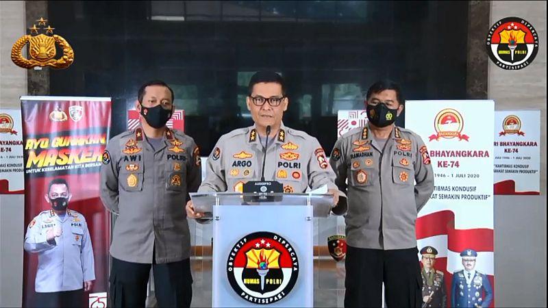 https: img.okezone.com content 2021 01 02 337 2337507 pembuat-parodi-lagu-indonesia-raya-ternyata-paham-trik-kelabui-polisi-rBbCgYRJIF.jpg