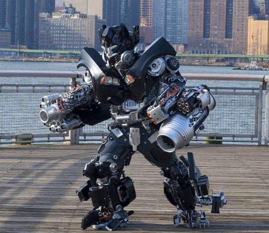 https: img.okezone.com content 2021 01 02 612 2337599 andalkan-barang-bekas-pensiunan-pilot-militer-ini-berubah-jadi-robot-menakjubkan-knmCddOrmG.jpg