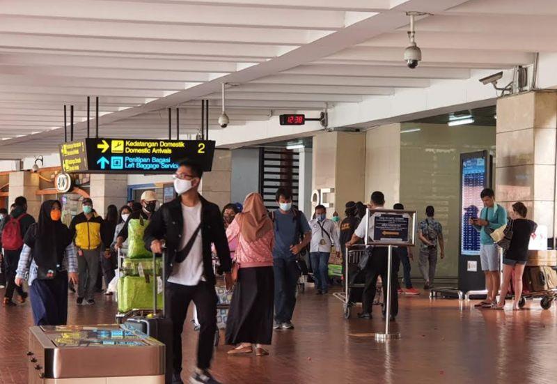 https: img.okezone.com content 2021 01 03 338 2338053 puncak-arus-balik-nataru-85-ribu-penumpang-padati-bandara-soetta-DloXAL2wTC.jpg