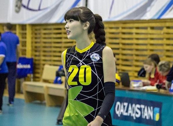 https: img.okezone.com content 2021 01 03 43 2338043 5-foto-pevoli-seksi-sabina-altynbekova-nomor-1-terbaring-di-atas-ranjang-DkBZzKyTfO.jpg