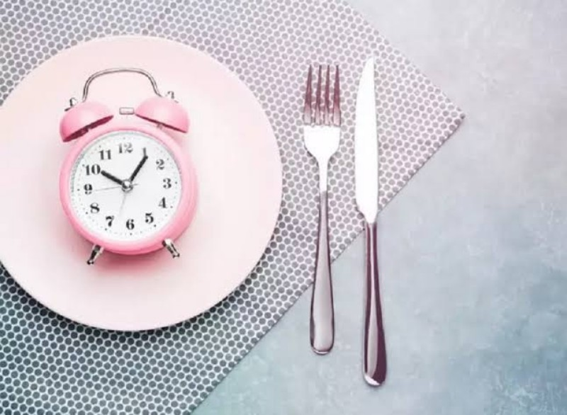 https: img.okezone.com content 2021 01 03 612 2337854 diet-praktis-dengan-buah-kesemek-nikmat-dan-penuh-nutrisi-omBdwXxsMb.jpeg