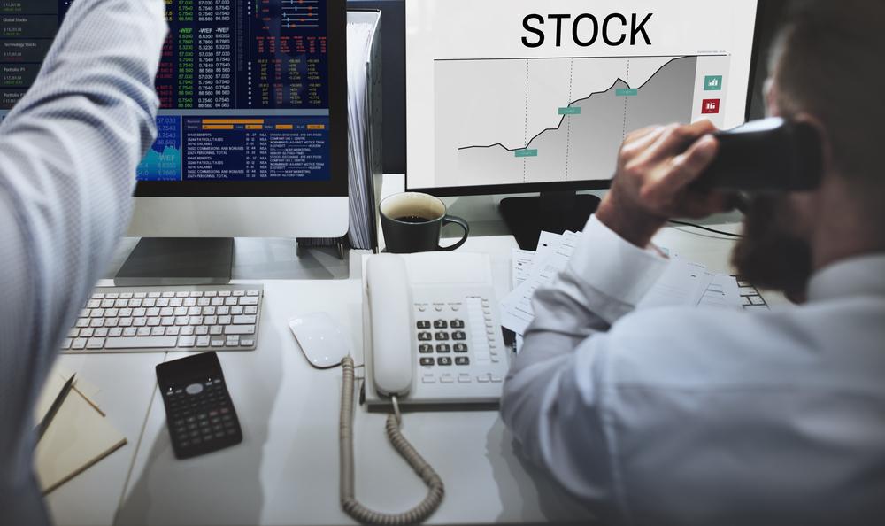 https: img.okezone.com content 2021 01 04 278 2338319 bos-ojk-investor-pasar-modal-naik-56-mayoritas-milenial-FnBzBL0Nrm.jpeg