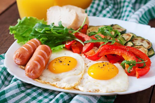 https: img.okezone.com content 2021 01 04 298 2338600 tinggi-protein-8-menu-sarapan-ini-tambah-energi-di-pagi-hari-bzJ3LGcYZa.jpg