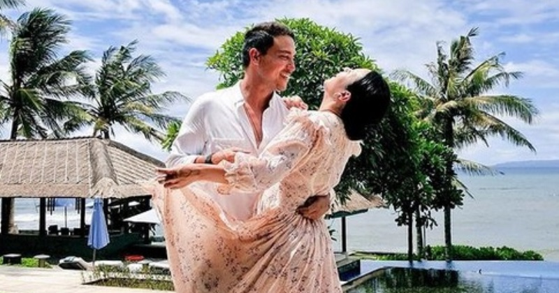 https: img.okezone.com content 2021 01 04 33 2338285 raisa-gagal-foto-romantis-bareng-hamish-daud-netizen-malah-salah-fokus-3xBQnIkH6D.jpg