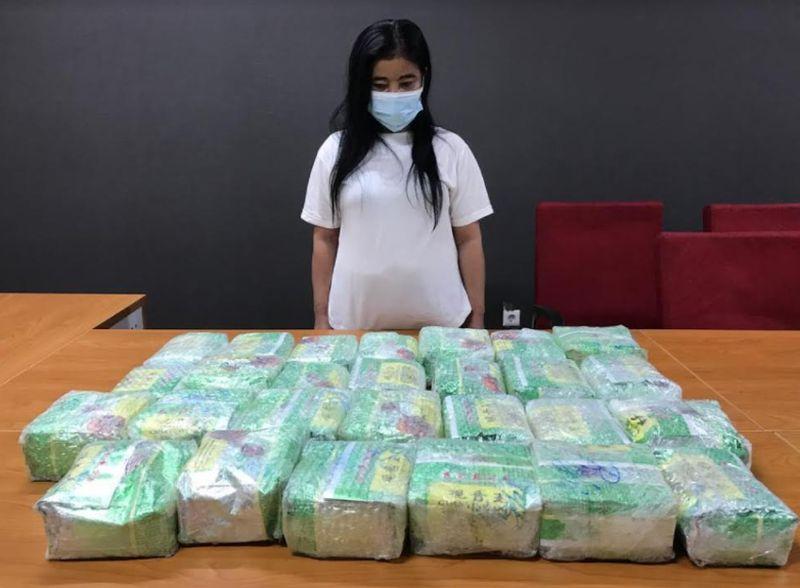 https: img.okezone.com content 2021 01 04 337 2338733 bareskrim-tangkap-wanita-pengedar-28-kg-sabu-kemasan-teh-china-TiSbWgmGRz.jpg