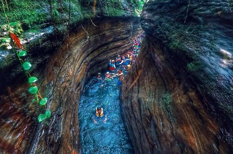 https: img.okezone.com content 2021 01 04 408 2338561 pesona-curug-putri-carita-the-little-green-canyon-di-banten-tF81KKulJK.jpg