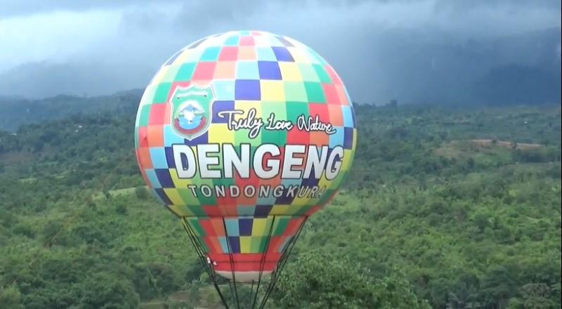 https: img.okezone.com content 2021 01 04 408 2338623 wisata-balon-udara-pertama-di-sulsel-pemandangan-9-air-terjun-menakjubkan-imY6Do3iBg.jpg