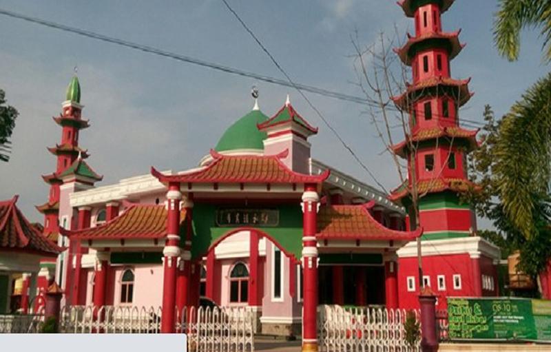 https: img.okezone.com content 2021 01 04 614 2338445 masjid-cheng-ho-jadi-bukti-laksamana-tiongkok-pernah-sebarkan-islam-di-palembang-MnJEablsYv.jpg