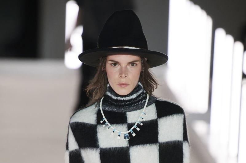 https: img.okezone.com content 2021 01 05 194 2338937 periskop-7-tren-fashion-yang-diprediksi-booming-di-2021-FEXjI6QQFy.jpg
