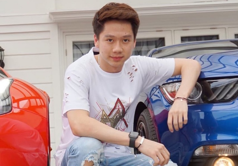 https: img.okezone.com content 2021 01 05 194 2339415 4-potret-gaya-kevin-sanjaya-dengan-busana-street-wear-tcdLAWrZcQ.jpg