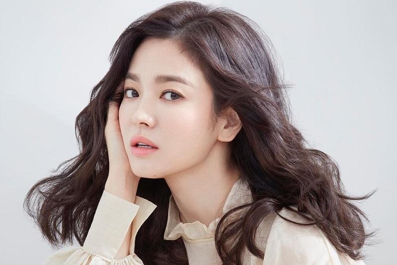 https: img.okezone.com content 2021 01 05 206 2339041 song-hye-kyo-bintangi-drama-baru-kim-eun-sook-4jlLONtqZE.jpg