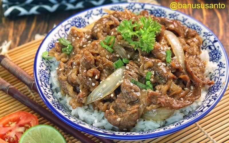 https: img.okezone.com content 2021 01 05 298 2338955 resep-gyudon-ala-restoran-jepang-coba-bikin-yuk-bund-hcaB5FBZmc.jpg