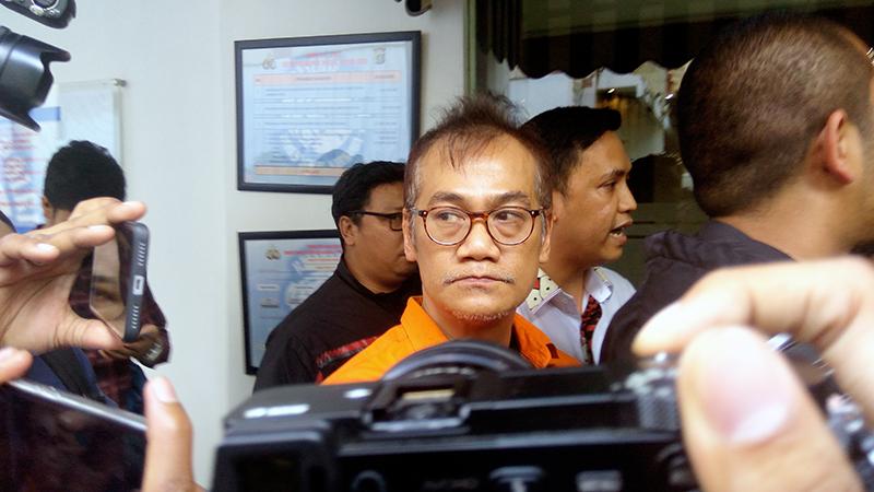 https: img.okezone.com content 2021 01 05 33 2339275 tio-pakusadewo-dituntut-2-tahun-penjara-atas-kasus-narkoba-XV326z7Dmx.jpg