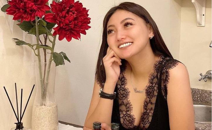 https: img.okezone.com content 2021 01 05 33 2339480 selebgram-sassha-carissa-terseret-kasus-prostitusi-online-lTeUIi3fSF.jpg