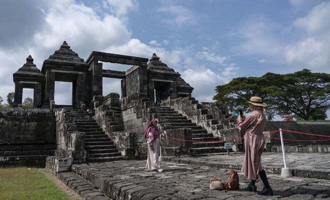 https: img.okezone.com content 2021 01 05 406 2339366 21-068-wisatawan-kunjungi-sleman-saat-libur-nataru-ini-4-destinasi-favorit-tpLQh8tiaN.jpg