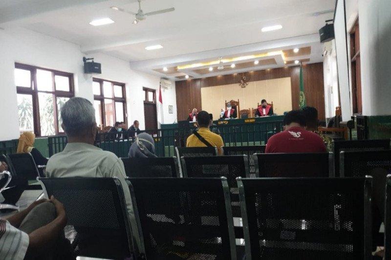 https: img.okezone.com content 2021 01 05 512 2339497 kasus-dangdutan-wakil-dprd-tegal-dituntut-4-bulan-penjara-gHR9eQ8iqP.jpg