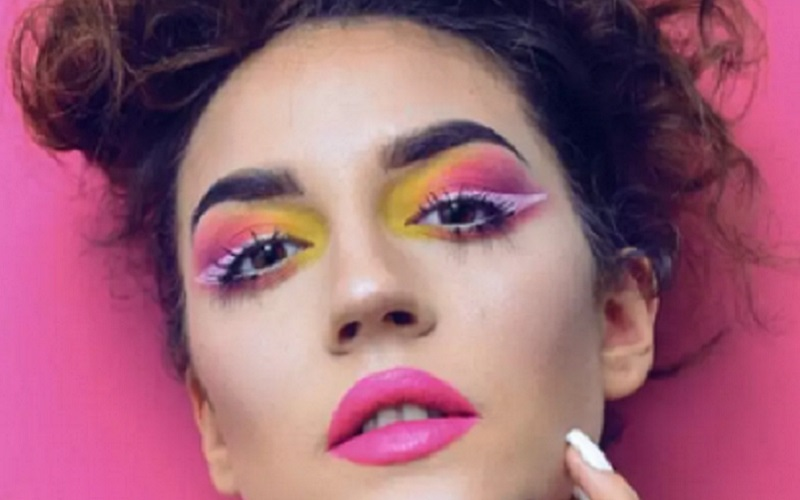 https: img.okezone.com content 2021 01 05 611 2339156 periskop-5-jenis-makeup-yang-bakal-tren-di-2021-C0K076woZN.jpg