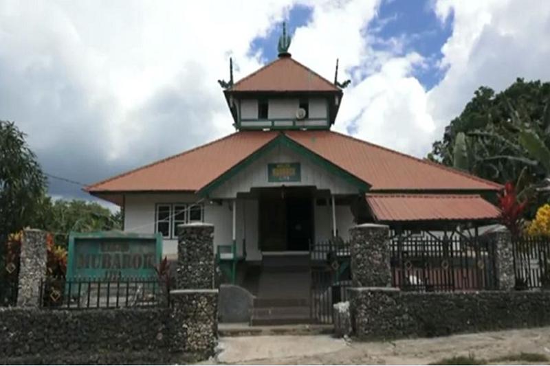https: img.okezone.com content 2021 01 05 614 2339154 masjid-mubarok-di-wakatobi-ini-dibangun-gunakan-batu-karang-dan-campuran-putih-telur-yMc13FQTHv.jpg