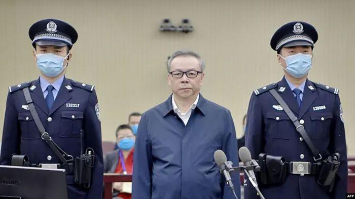 https: img.okezone.com content 2021 01 06 18 2339576 mantan-direktur-perusahaan-aset-negara-china-dijatuhi-hukuman-mati-karena-terima-suap-2LX2OAtZC2.jpg