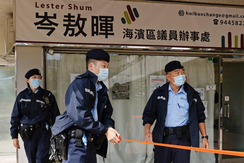 https: img.okezone.com content 2021 01 06 18 2339982 lebih-dari-50-aktivis-pro-demokrasi-hong-kong-ditangkap-TOPAnXWMgG.jpg