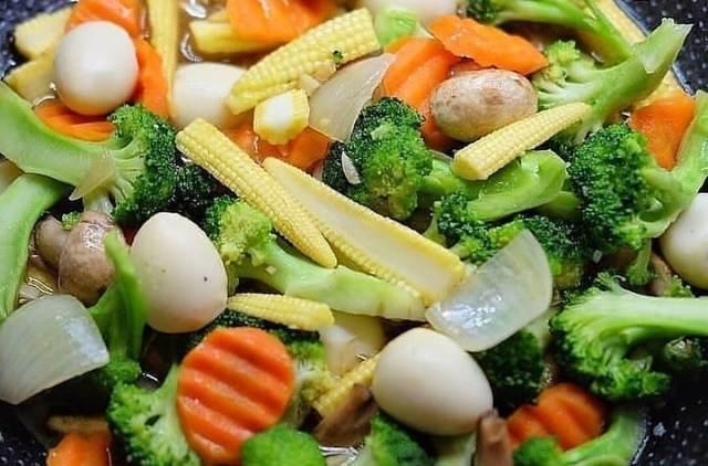 https: img.okezone.com content 2021 01 06 298 2340168 resep-lengkap-cah-sayur-telur-puyuh-makanan-sehat-untuk-keluarga-coAFehiGCj.jpg