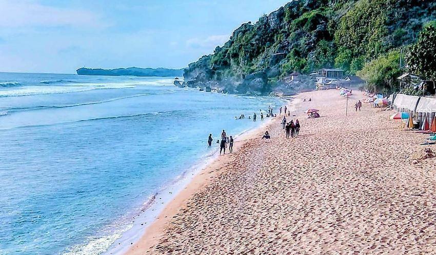 https: img.okezone.com content 2021 01 06 408 2339706 deretan-pantai-pasir-putih-di-yogyakarta-dengan-panorama-cantik-ICLjQDOJnd.JPG