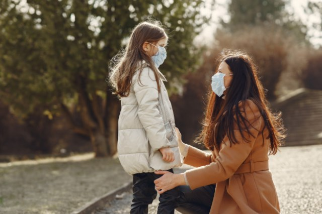 https: img.okezone.com content 2021 01 06 481 2339609 benarkah-anak-anak-lebih-rentan-tertular-covid-19-ini-kata-peneliti-EHsGi77Yu6.jpg