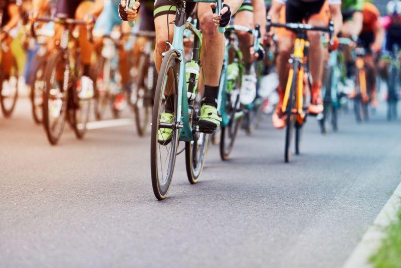 https: img.okezone.com content 2021 01 06 612 2340061 4-tips-aman-dan-nyaman-yang-banyak-dilupakan-saat-bersepeda-Zj8kvkthuy.jpg