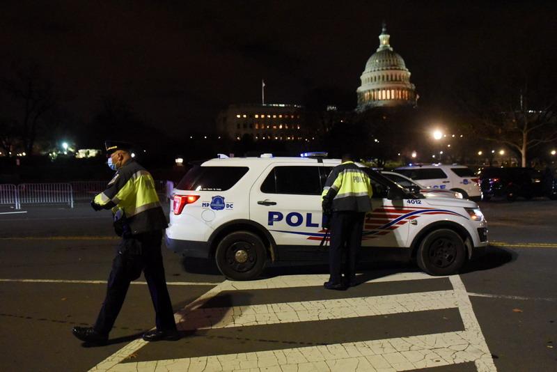 https: img.okezone.com content 2021 01 07 18 2340505 4-tewas-puluhan-ditangkap-setelah-massa-pendukung-trump-serbu-gedung-capitol-qyv1kM9ZMN.jpg