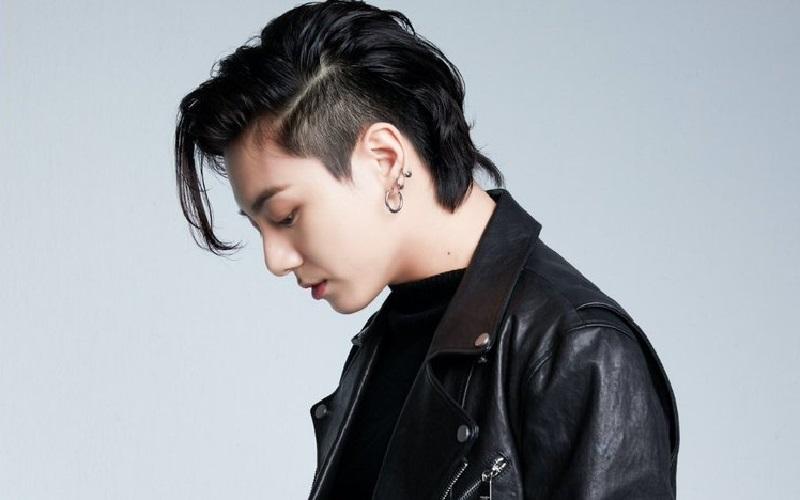 https: img.okezone.com content 2021 01 07 194 2340319 pesona-rockstars-jungkook-bts-bikin-army-histeris-Y6SJ9I0XhW.jpg