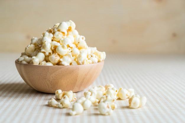 https: img.okezone.com content 2021 01 07 298 2340615 khasiat-popcorn-yang-jarang-diketahui-bisa-turunkan-berat-badan-lho-XUoAMiQfrG.jpg