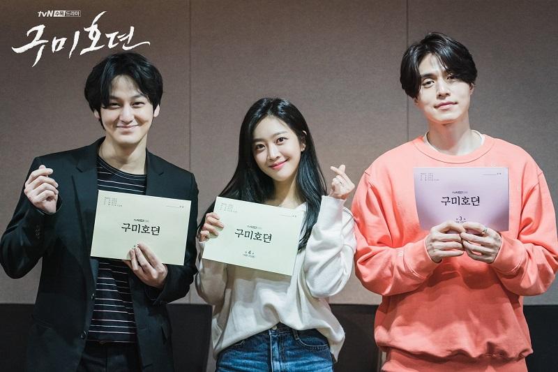 https: img.okezone.com content 2021 01 07 33 2340373 kim-bum-syuting-drama-baru-lee-dong-wook-dan-jo-bo-ah-kirim-coffee-truck-jOvWoH8eqX.jpg