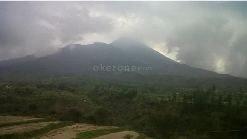https: img.okezone.com content 2021 01 07 340 2340333 luncuran-awan-panas-diduga-berasal-dari-gundukan-baru-material-lava-gunung-merapi-93xFPLg60L.jpg