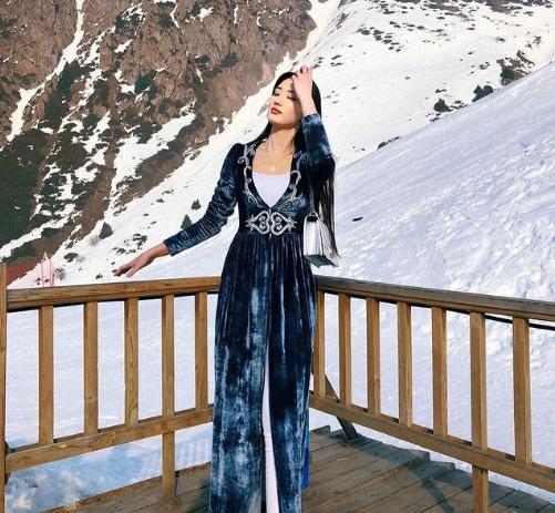 https: img.okezone.com content 2021 01 07 43 2340336 intip-potret-cantik-sabina-altybekova-saat-berpose-di-gunung-salju-27xsN4vKND.jpg