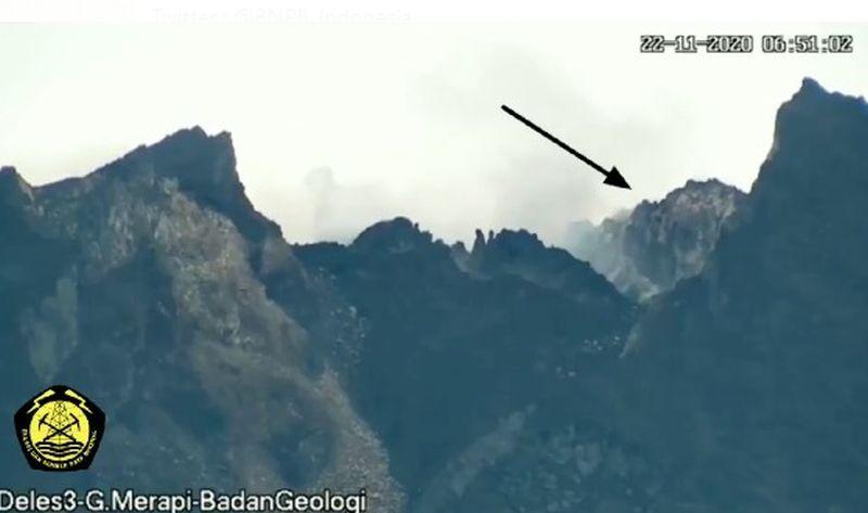https: img.okezone.com content 2021 01 07 510 2340777 gunung-merapi-4-kali-keluarkan-awan-panas-guguran-abRO80m0v4.jpg