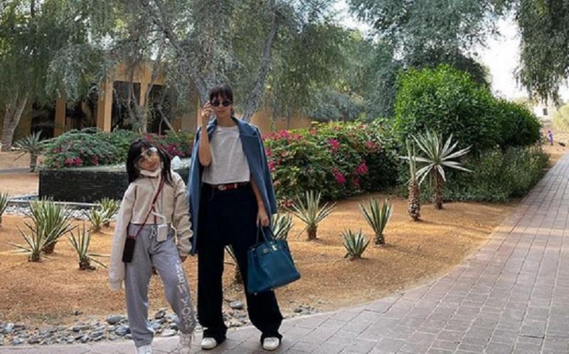 https: img.okezone.com content 2021 01 07 612 2340459 tips-mendidik-anak-perempuan-ala-nia-ramadhani-kuncinya-jujur-W01EHRHi8Q.jpg