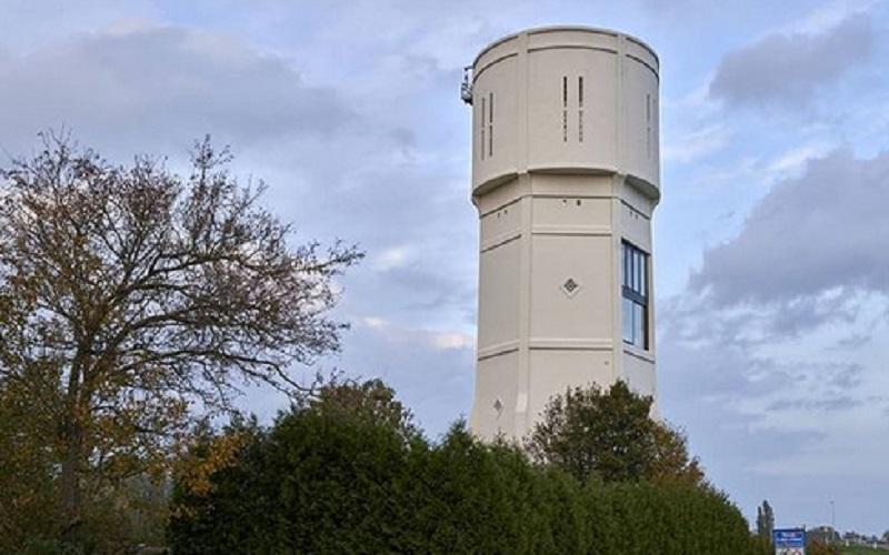 https: img.okezone.com content 2021 01 07 612 2340561 unik-tower-air-disulap-jadi-rumah-yang-indah-Wy8uVAUl2X.jpg