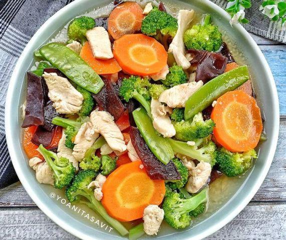 https: img.okezone.com content 2021 01 08 298 2341365 resep-cah-ayam-brokoli-cocok-untuk-menu-akhir-pekan-gSgzbS4n4M.jpg