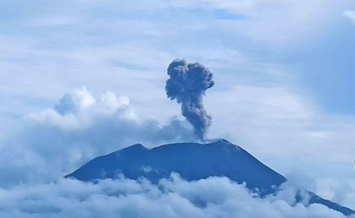 https: img.okezone.com content 2021 01 08 340 2340919 gunung-api-ile-lewotolok-kembali-erupsi-kolom-abu-capai-1-000-meter-oERqkYALZ0.jpg