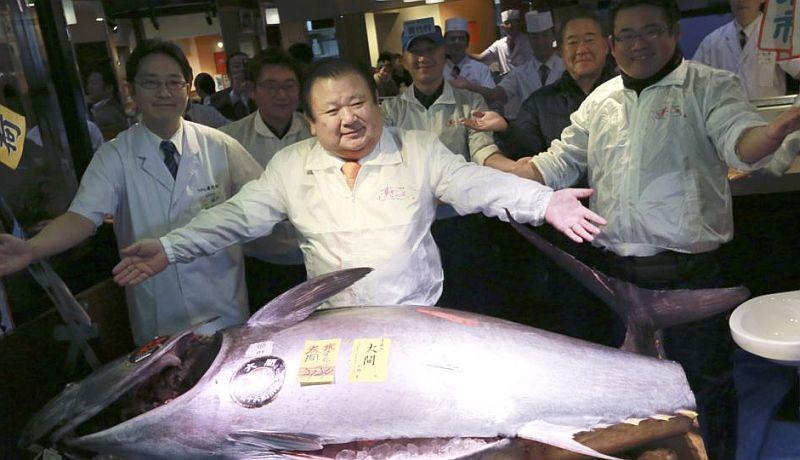 https: img.okezone.com content 2021 01 08 455 2340902 ikan-tuna-sirip-biru-dijual-rp2-8-miliar-di-pelelangan-83l2WFVKh7.jpg