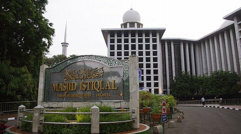 https: img.okezone.com content 2021 01 08 614 2340954 sholat-jumat-di-masjid-istiqlal-yang-megah-setelah-direnovasi-apakah-bisa-1OLKRUBlq7.jpg