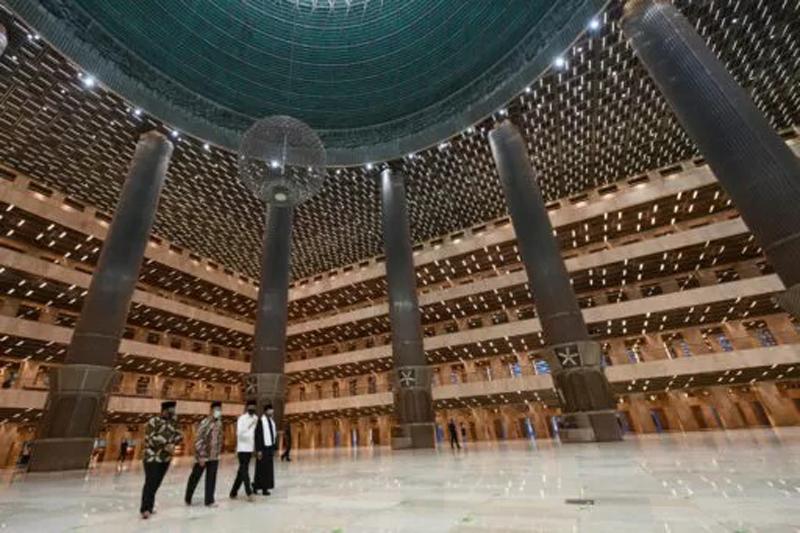 https: img.okezone.com content 2021 01 08 615 2340971 masjid-istiqlal-usai-direnovasi-jokowi-fasad-hingga-ruang-wudhu-telah-berubah-sQHByidhrq.jpg