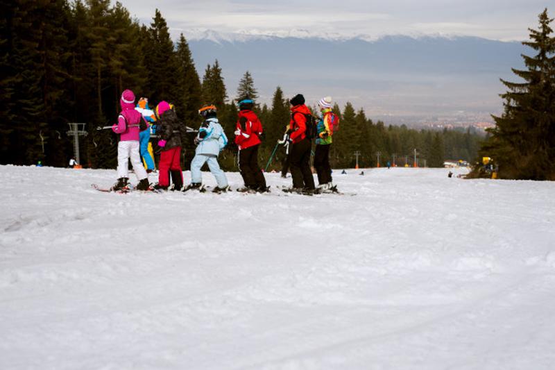 https: img.okezone.com content 2021 01 08 65 2340930 musim-salju-capai-titik-beku-siswa-amerika-belajar-di-outdoor-mC7dg89AnU.jpg