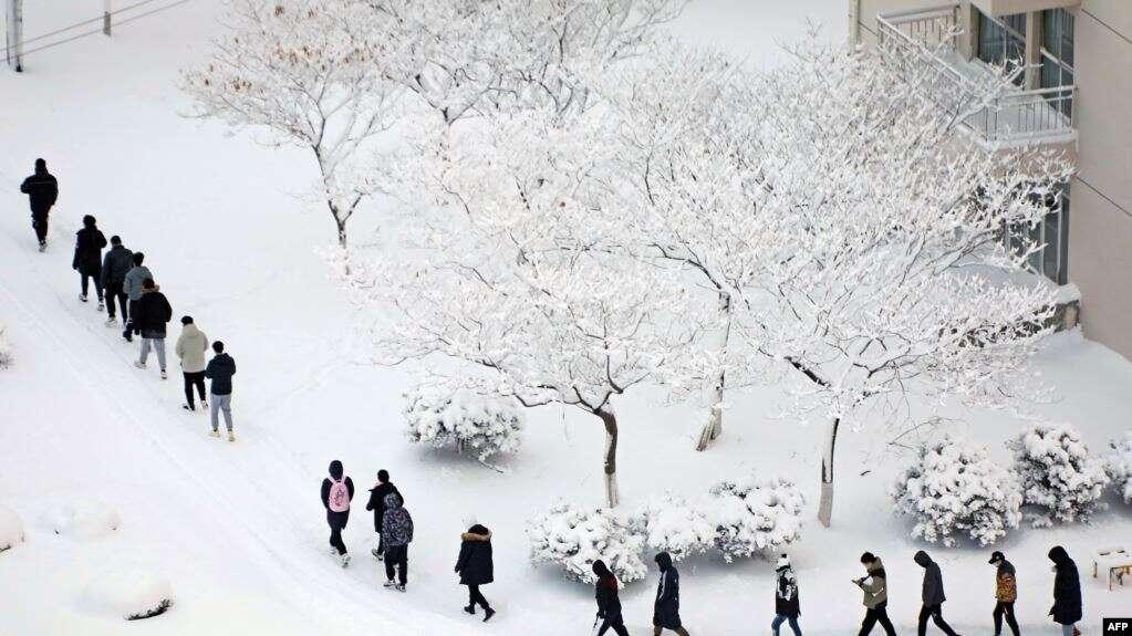 https: img.okezone.com content 2021 01 09 18 2341409 gelombang-dingin-selimuti-banyak-wilayah-china-suhu-capai-minus-46-derajat-Lw2cXEiHx4.jpg