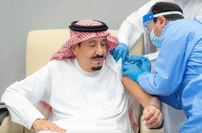 https: img.okezone.com content 2021 01 09 18 2341477 raja-salman-disuntik-vaksin-covid-19-usai-putra-mahkota-arab-saudi-dlZDsPokdO.jpg